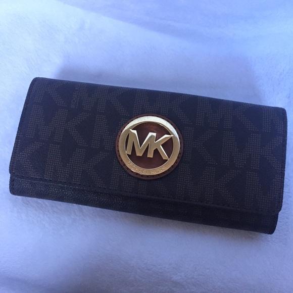 d9daa9520adc ... where to buy michael kors fulton wallet 9177b 8babe ...